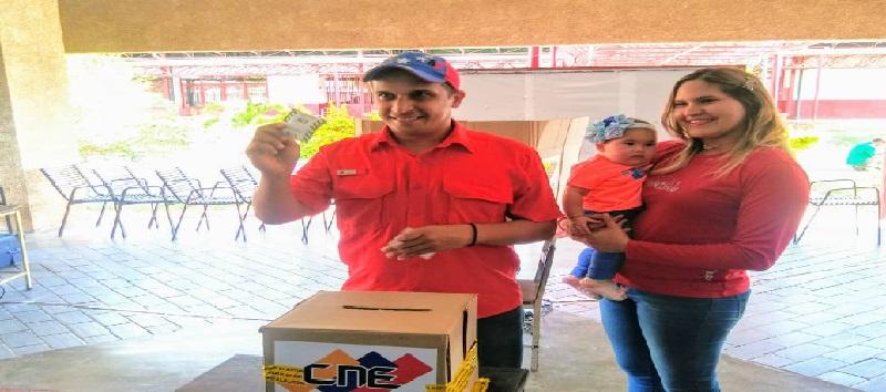Gobernador bolivariano del estado Sucre ejerció su derecho al voto
