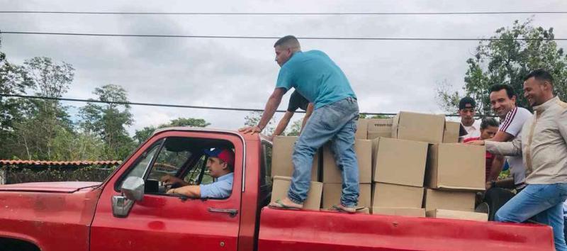 Gobernador Edwin Rojas entregó cajas Clap en Libertador, Mariño y Cajigal.