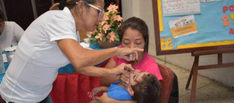 Jornada de vacunación antipolio inició con la meta de atender a 134.072 niños en Sucre.